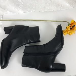 Naturalizer women's black leather heeled boots 8.5